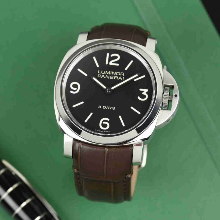 Description the new Strap of Panerai Luminor 8 Days 44mm Replica Watches